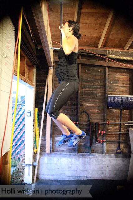 Pregnant and doing pullups during a CrossFit WOD